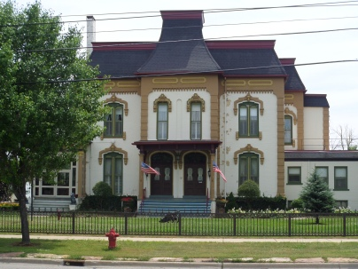 "The former ""Home for the Aged"" (1446 S. Washington), built in 1872, is now a private residence, but speaks to the grandeur of Washington Avenue's homes. Many of the former mansions now house offices and lend continual beauty to this section of town."