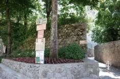 Ravello sign post