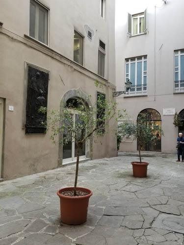 Vicolo del Giglio in Florence, Italy